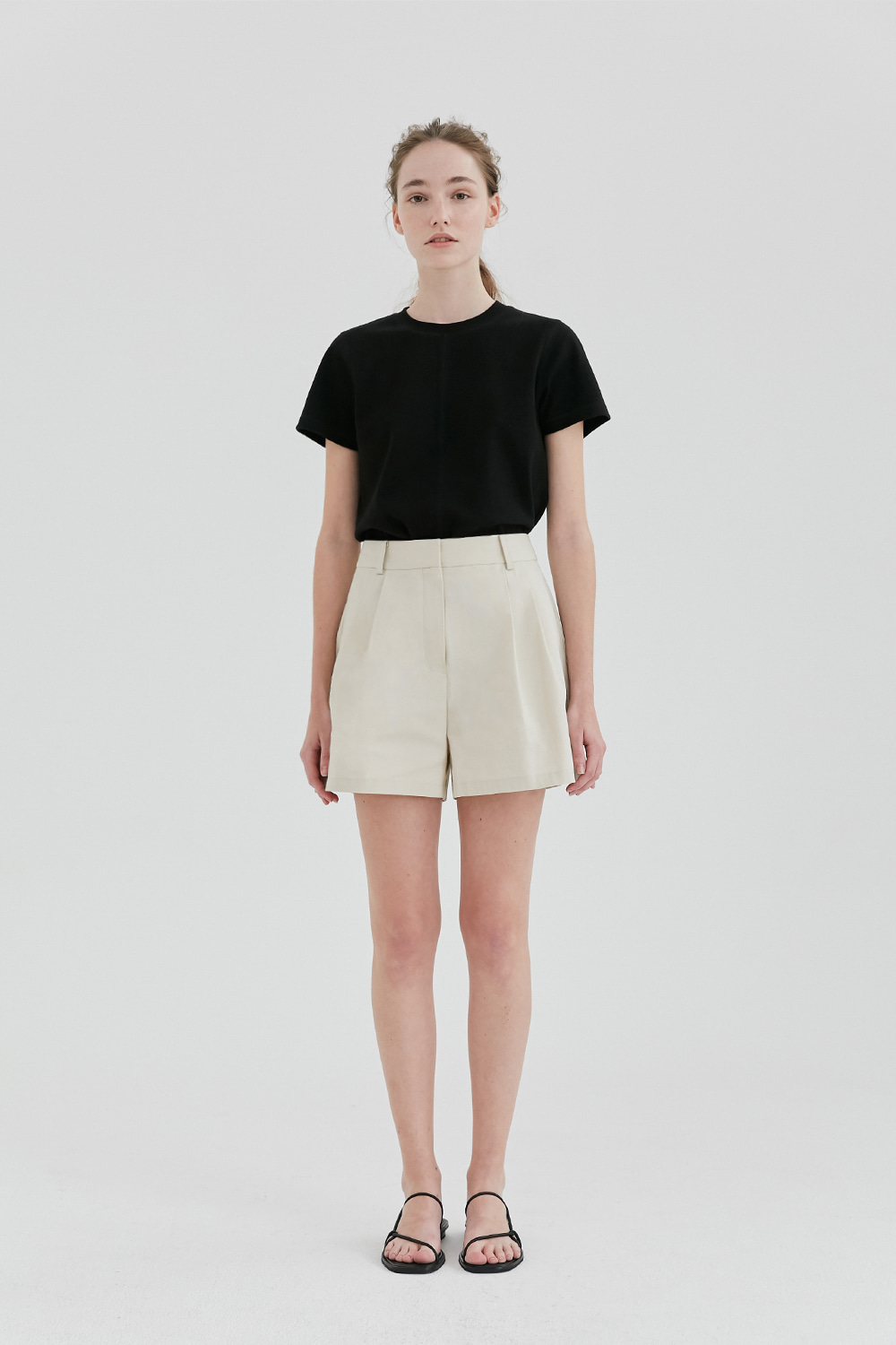 Two Tuck Short Pants Women [Light Beige]