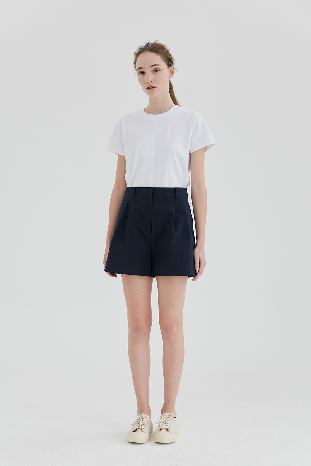 Two Tuck Short Pants Women [Navy]