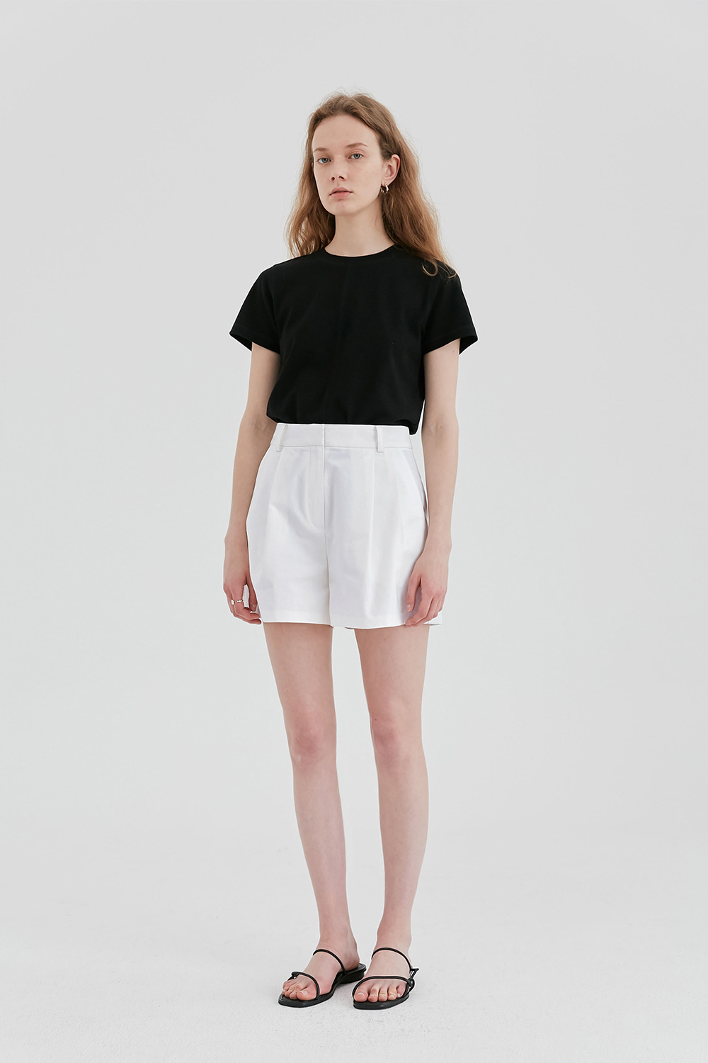 Two Tuck Short Pants Women [White]